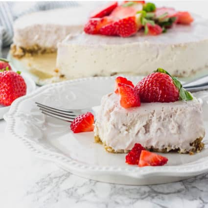 No Bake Strawberry Ice Cream Cheese Cake (Vegan, Gluten-Free)