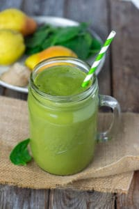Pear Ginger Smoothie, green smoothie with pear, ginger banana and almond milk