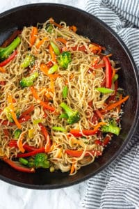 Vegetable lo mein with gluten-free noodles, carrots, broccoli and red bell peppers