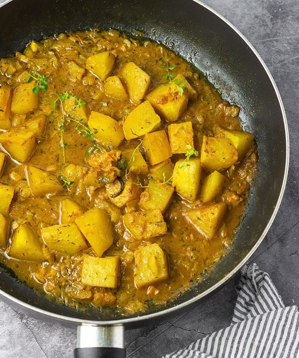 Curry chocho in large sauce pan