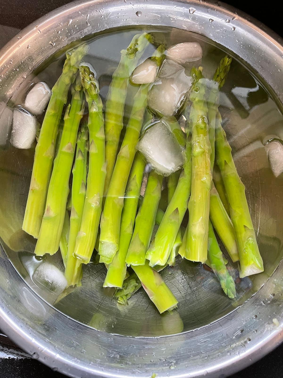 asparagus in a ice bath