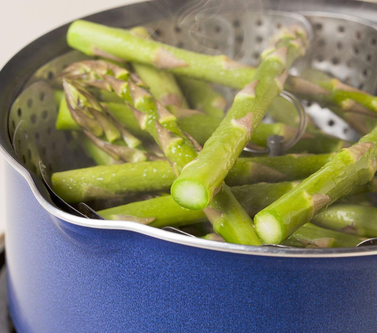 Blanching asparagus steaming method